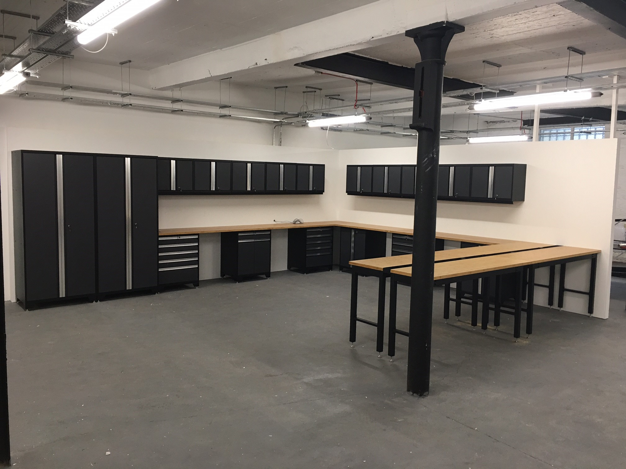 Commercial customer's Pro Series cabinets and workbenches now installed. Similar arrangements available with the premium Bott Cubio range (10 years warranty)