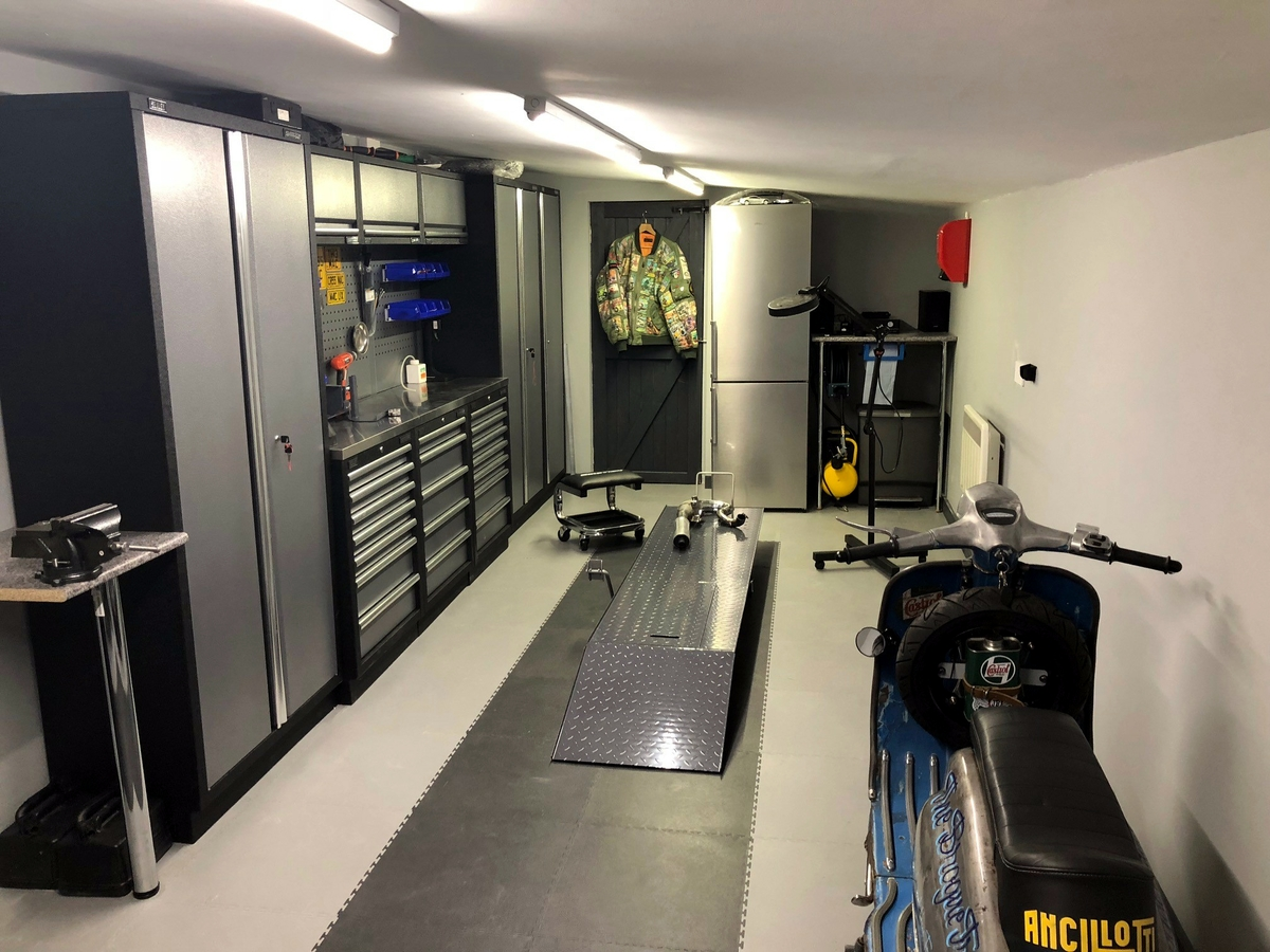 A customer in south Wales spent a weekend creating his perfect garage with PVC interlocking floor tiles and cabinets in black and grey.