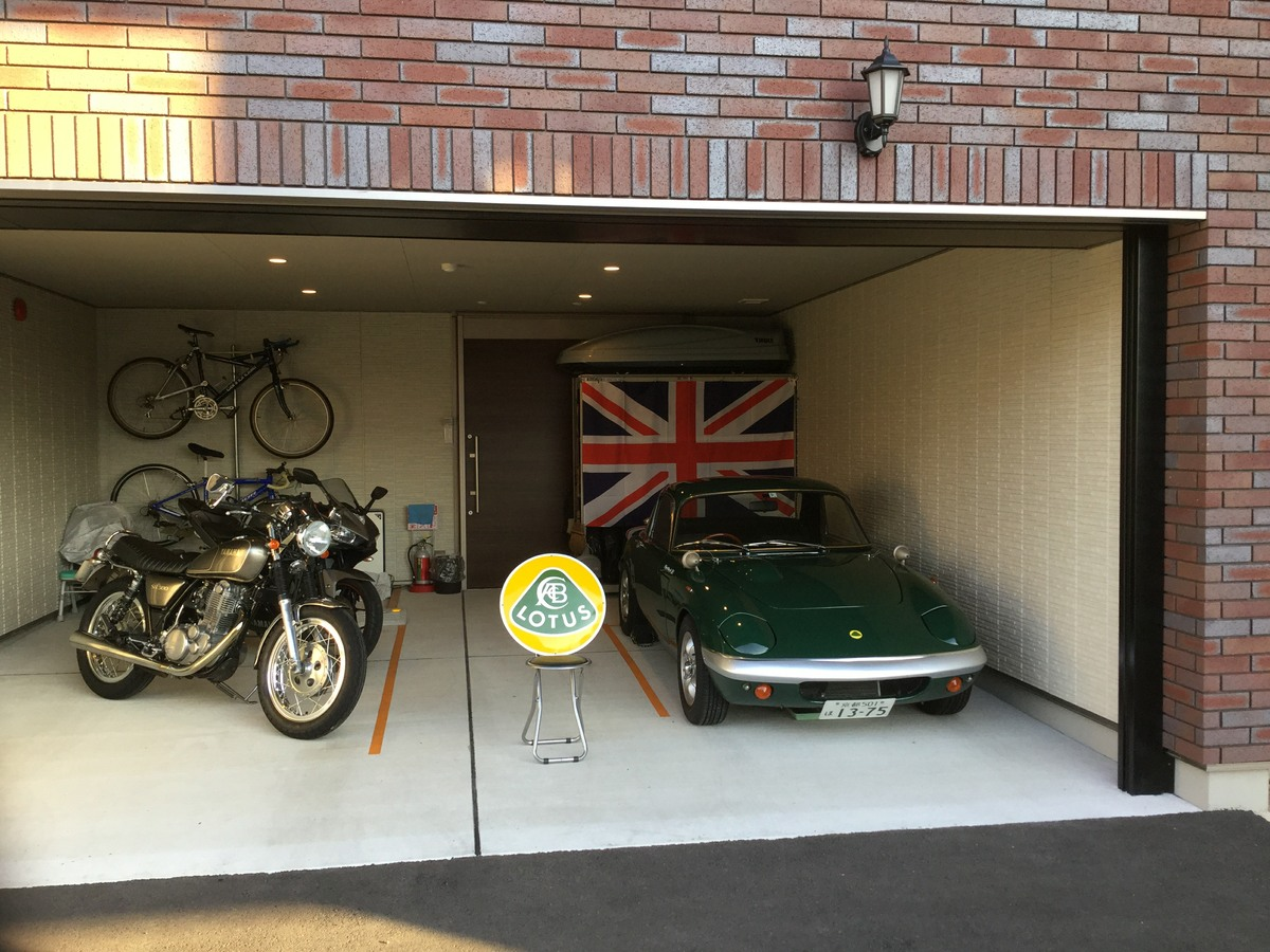 A customer in Japan showing us his enamel sign purchased from us recently. It's good to see an Elan and union flag over there!