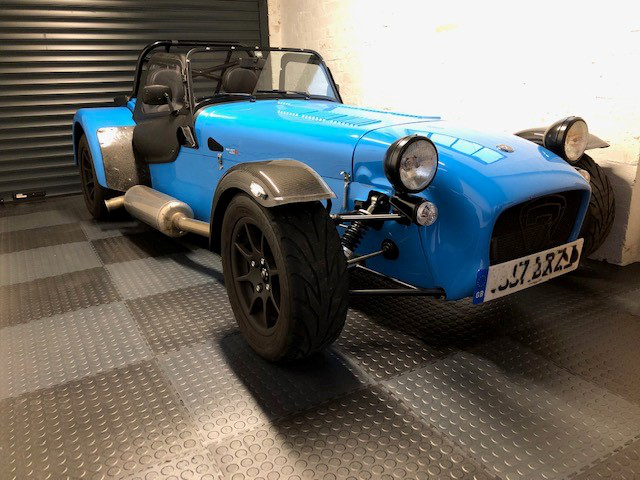 A customer treated his Caterham 7 to a decent floor. Dust from concrete floors can settle on bodywork. Not so in this case. 7mm thick EVOtile Professional with raised disk pattern.