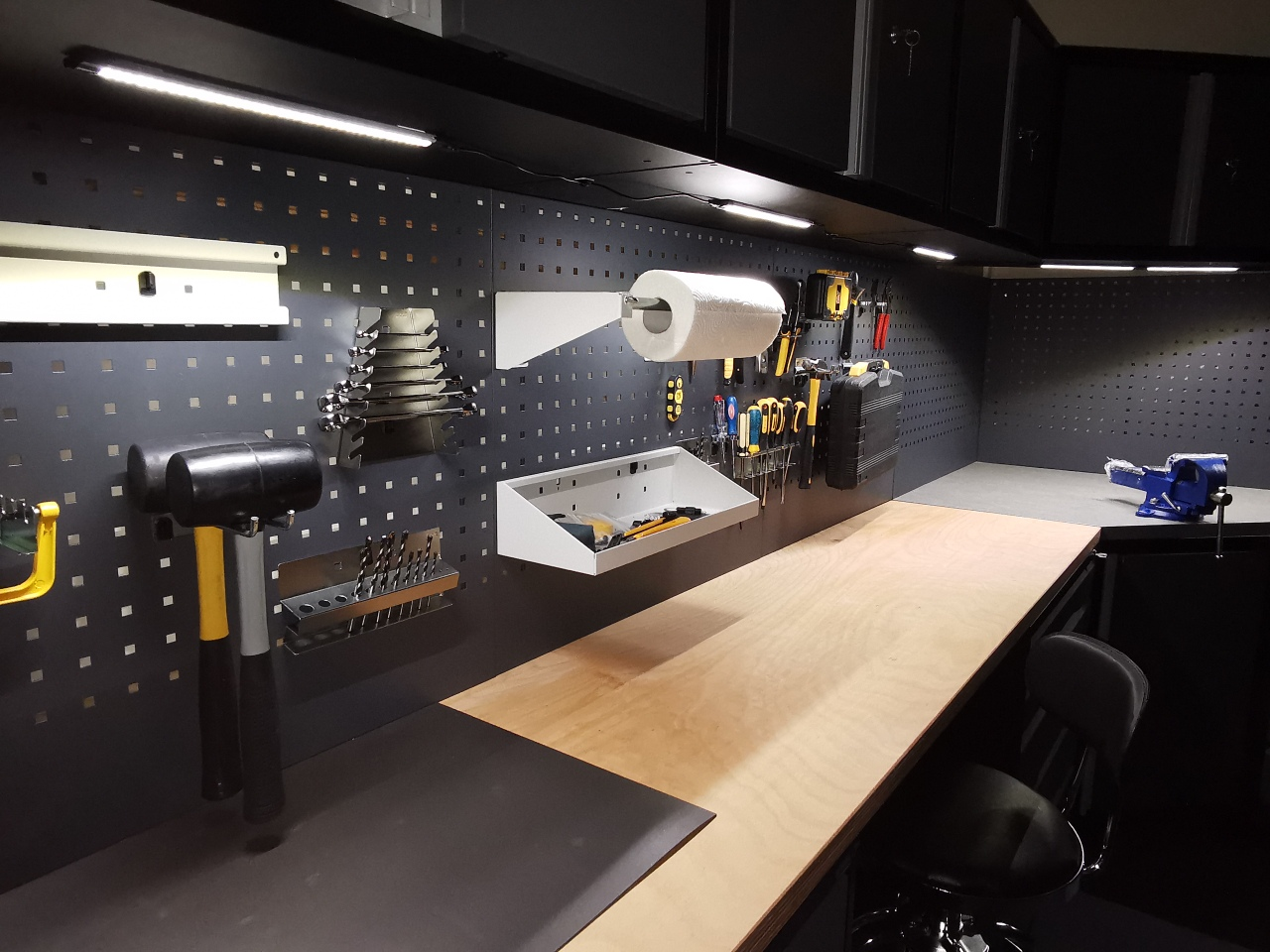 Just a quick snapshot from our office showroom showing what a difference some low cost LED lighting makes to our GaragePride evoline® cabinets.