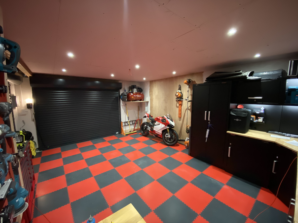 Thank you to Dave for this picture of his grey and red tiles with black cabinets. Perfect and truly practical